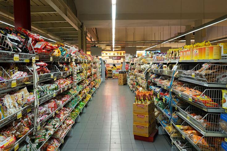 """Không khó để tìm thấy các quầy hàng """"ăn thử"""" trong siêu thị."""